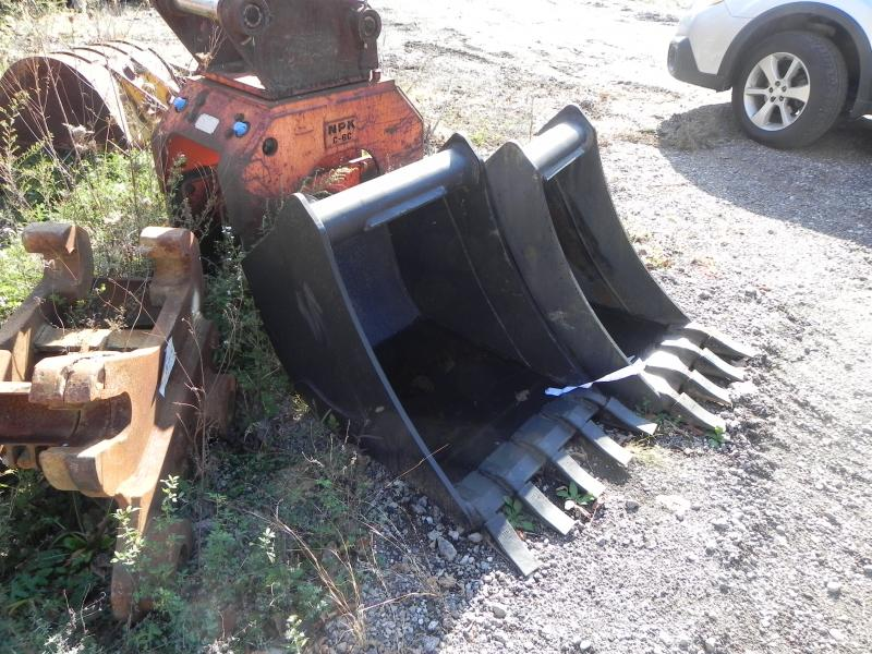 18″ and 24″ CP Backhoe Buckets